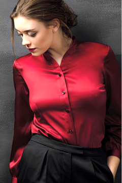 Blouse_rood_zijde_staand-cropped_1.png